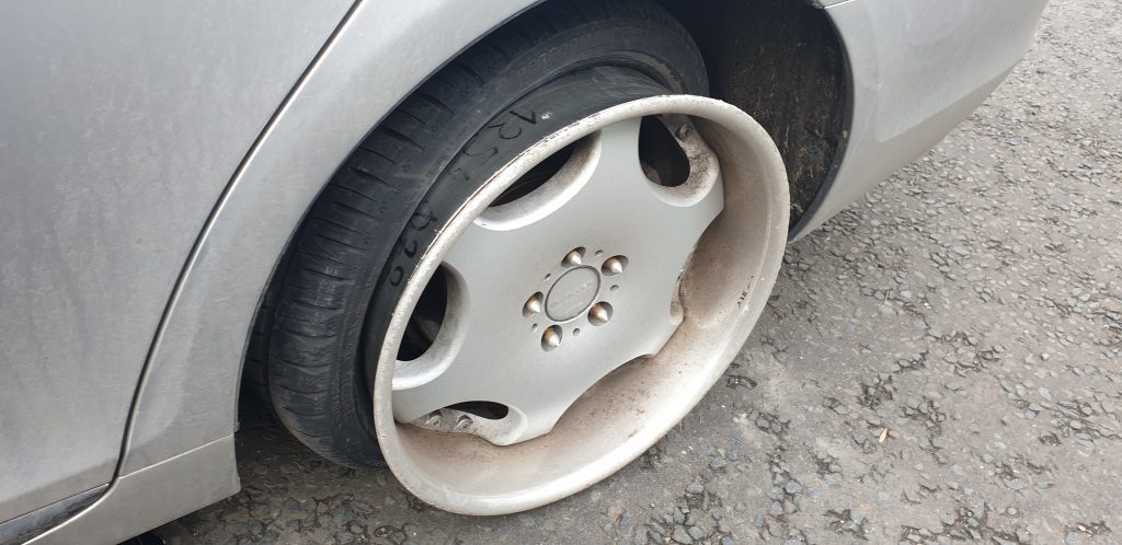 stretched tyres off the rim